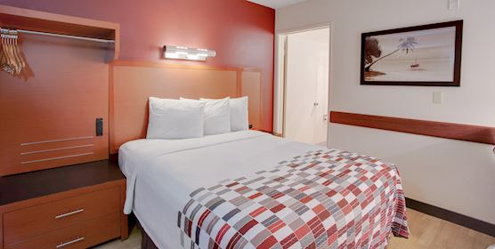 Single Queen Room at Red Roof Inn San Diego-Pacific Beach/SeaWorld Area
