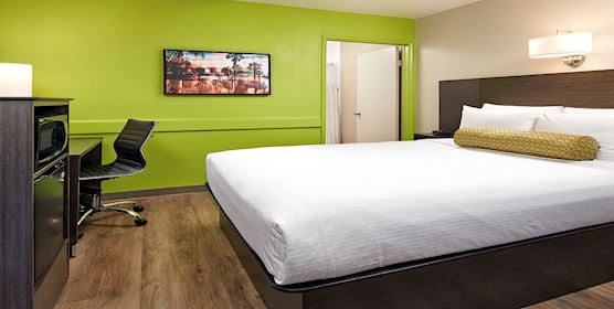 Single Queen Room at SureStay Hotel by Best Western - San Diego/Pacific Beach